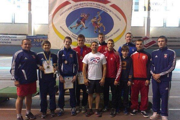 Kadetský výber. Aj slovenskí mladí voľnoštýliari absolvovali tréningový kemp vo Ľvove.