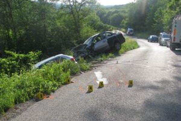 12. 6. 2011 21-ročný Sninčan prešiel do protismeru. Čelne sa zrazil s autom, ktoré riadila matka 3 detí. Tá na mieste zraneniam podľahla. Jej dcéra všetko videla zo zadného sedadla.