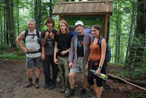 Členovia Baltursu pri vstupe do pralesa Stužica.