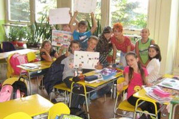 Pridali sa k oslávencom. Žiaci oslávili Deň jazykov zaujímavými projektami.