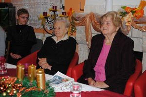 Živé knihy. Pani Irena Bunganičová (vľavo) a pani Mária Šľachtová rozprávali o vojne.