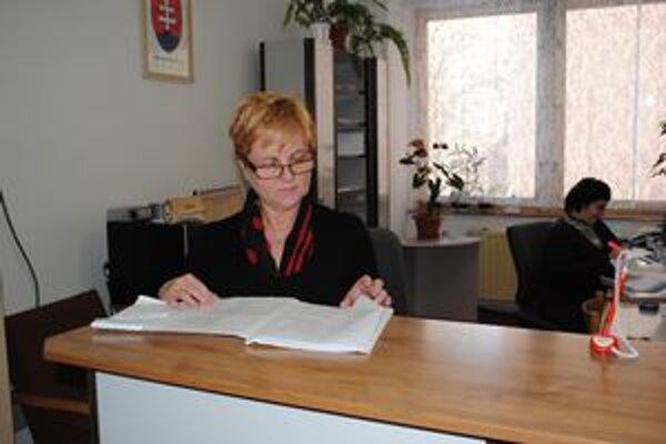 Na úrade. Živnostníci už nemusia chodiť na úrad osobne. Môžu vyžiť elektronické podanie.