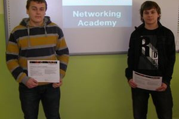 Žiaci si po absolvovaní kurzu prevzali certifikát.
