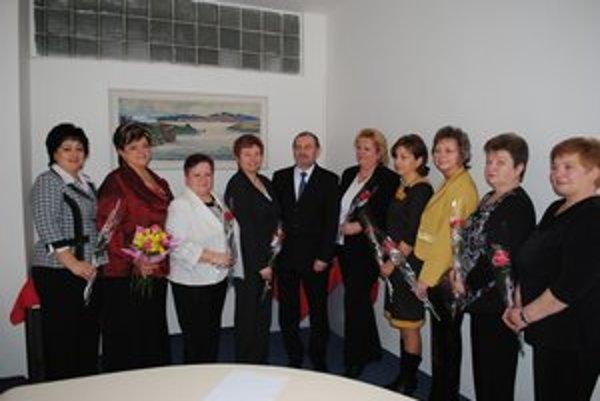 Na stretnutí. Prednosta  Jozef Babják naň pozval starostky, ktoré sú v úrade už aspoň tri volebné obdobia.