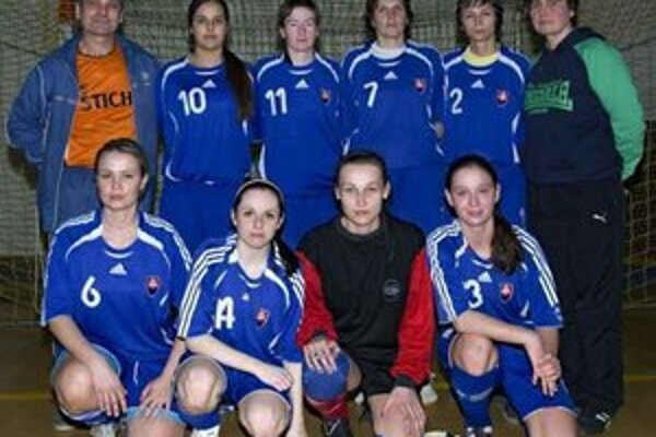 Humenčanky. Hore zľava: Ilenarčič, Rostašová, Rosoľnaková, Komariková, Petrovová, Vozarová. Dole zľava: Ducková, Hajdučková, Fencaková, Kozmová.