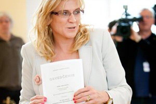 Humenská primátorka Jana Vaľová si dnes prevzala osvedčenie pre zvoleného poslanca parlamentu pre nastávajúce volebné obdobie.