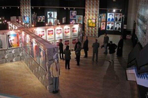 Diela Andyho Warhola. Predávajú sa za astronomické sumy.