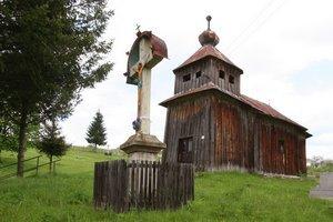 Drevený chrám. Veriaci, obec aj cirkev sa dajú dokopy a opravia ho na pôvodnom mieste.