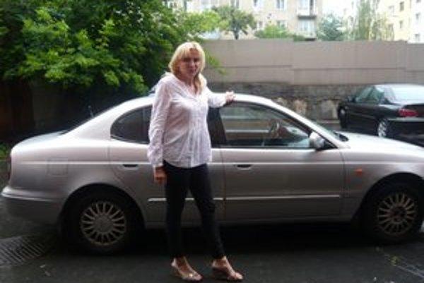 Daewoo Laganza. Toto referentské auto má 14 rokov, primátorka Vaľová už doň zamestnancov úradu nechce ani pustiť.
