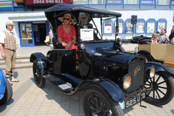 Najstarší Ford T z roku 1918. Po námestí sa na ňom previezla aj Eva Goľová zo Sniny.