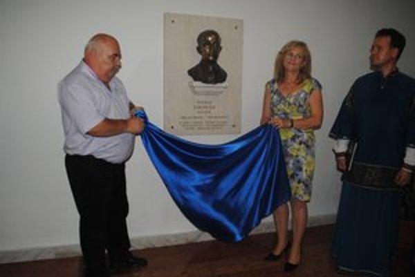 Andrej Semanco a Éva Molnár. Odhalili pamätnú tabuľu s bustou Štefana Thomána.