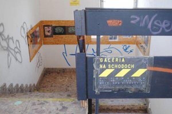 Unikátna. Galéria na schodoch funguje od roku 2010.
