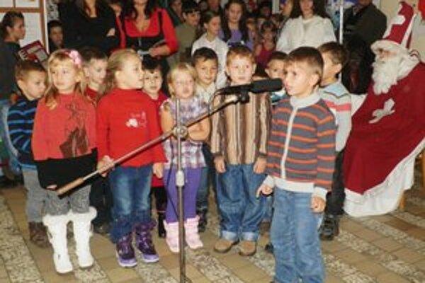 Pesničky a básničky. Najmenší zo Zemplínskych Hámrov sa na príchod Mikuláša pripravili.