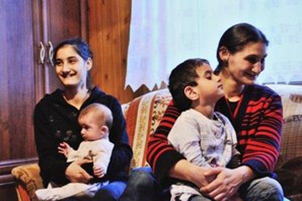 """Keď ma už Pán Boh obdaril toľkými deťmi, každý deň som sa modlila, aby sme mohli byť opäť spolu,"""" hovorí Veronika Čonková."""