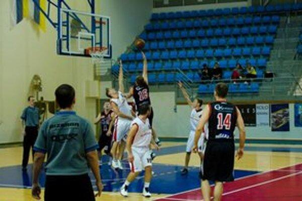 Humenskí basketbalisti ostali bez dotácie.