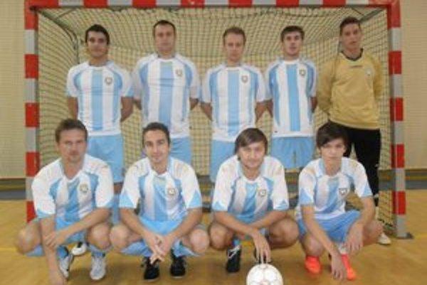 """Mucha team. Víťaz humenskej """"sálovky"""" I. ligy 2012/13."""