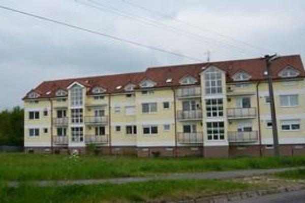 O investíciu do bytu, ktorý by ste po jeho dokončení vlastnili v bytovom dome, je v Humennom slabý záujem. Po bytoch v takýchto domoch by sa v Tatrách možno len zaprášilo.