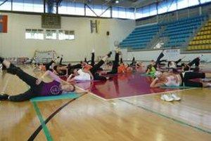 Cvičenky. Dámy si v sobotu užili nielen kvalitný aerobik, ale aj radosť z pohybu. Nerozhodoval vek, skúsenosti, ale nadšenie