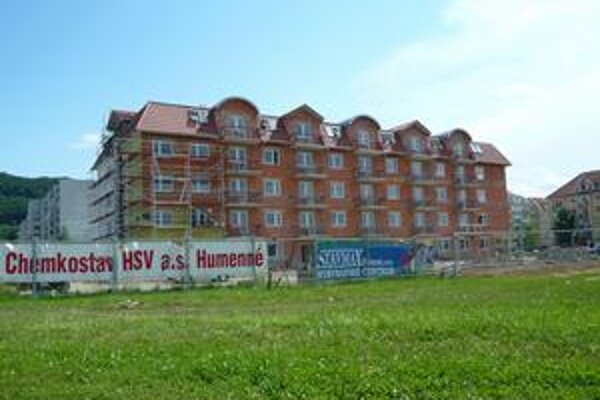 Nové byty. Stavbári by mali mať všetko hotové do konca júla.