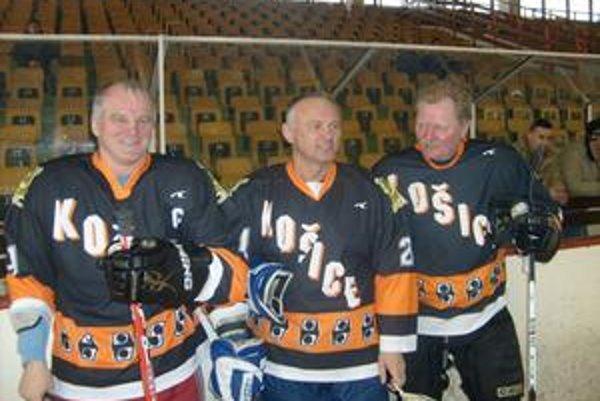 Hviezdne Čierne vrany. Zľava Igor Liba, Miroslav Ihnačák a Jaroslav Novák (organizátor).