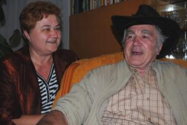 Milan so sestrou Máriou. Na osudnú noc v roku 1959, keď ako sedemročné dievčatko skončila v slamenej chatrči v pohraničí, nikdy nezabudla. S bratom, ktorý o desať rokov na to emigroval, ich za tie roky aj tak nič nerozdelilo.