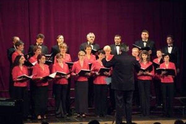 Štyridsať rokov. Presne toľko si pripomína spevácky zbor humenských učiteľov.