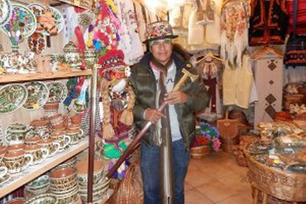 Daimes Cuenca sa venuje výrobe indiánskych predmetov, má rád aj tie slovenské.