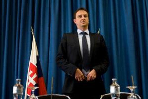 Daniel Krajcer sa chce ešte  o peniazoch pre RTVS rozprávať s Ivanom Miklošom.