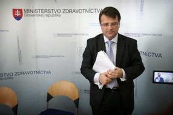 Návrh novely ministra zdravotníctva Ivana Uhliarika sa mnohým nepáči.