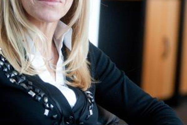 Anna Bubeníková (47) absolvovala Vysokú školu ekonomickú v Bratislave. Vo Fonde národného majetku (FNM) pôsobí od roku 1994, od roku 2006 bola predsedníčkou jeho dozornej rady, od vlani výkonného výboru FNM. V minulosti pôsobila aj v dozorných radách