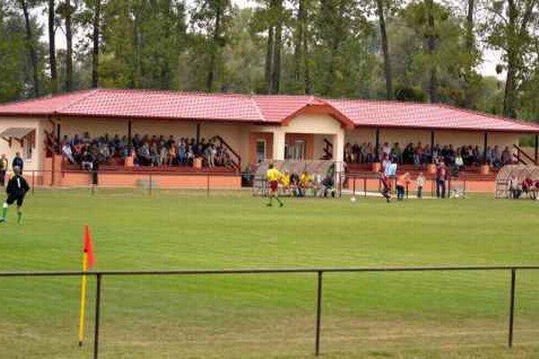 Nový futbalový areál vo Vojanoch. Zaradil sa medzi najkrajšie v širokom okolí.