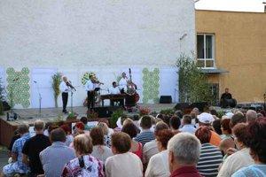 43. ročník Podhoroďských slávností. Stretli sa tu Rusnáci od Novej Sedlice až po Vyšné Nemecké a prišli sem aj hostia z Ukrajiny.