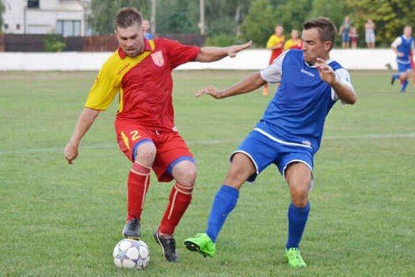 Veľké Kapušany zaknihovali tretie víťazstvo v sezóne. Doma si poradili s Gečou, jeden z troch gólov MFK vsietil Gergö Dozsický (vľavo).
