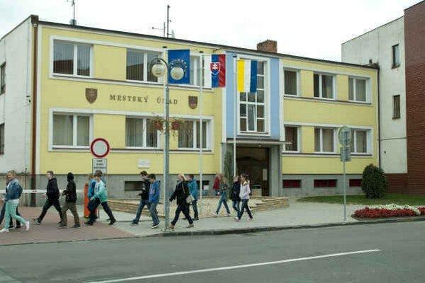 Mestský úrad Sobrance. Najvyšší kontrolný úrad kontroloval chod mesta za rok 2014.