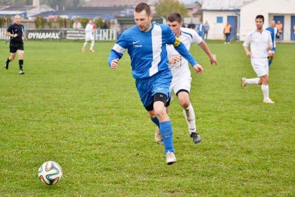 Najlepší strelec Nacinej Vsi. Skúsený útočník Patrik Haluška (vpredu) opäť raz gólovo ťahal svoje mužstvo.