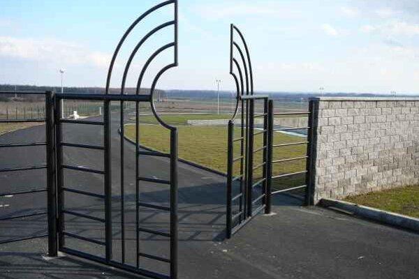 Nový cintorín na Bielej hore. Kapacita je viac ako 5–tisíc hrobových miest.