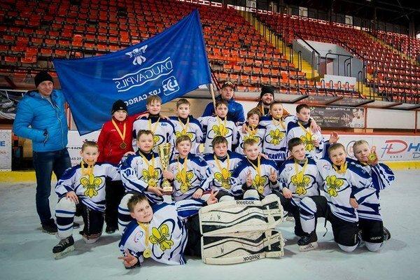 Víťazný celok turnaja. Hráči Daugavpilsu vMichalovciach prehrali iba raz.