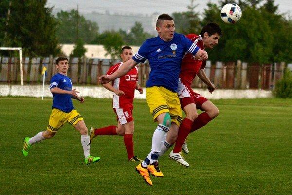 V Strážskom sa hralo zemplínske derby. Domáci hostili Sobrance, ktoré síce do polčasu prehrávali, napokon však zvíťazili.