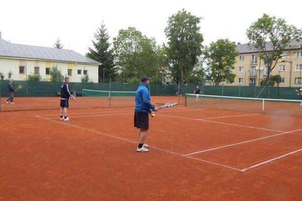 Nové tenisové kurty. Sú otvorené pre všetkých priaznivcov športu.