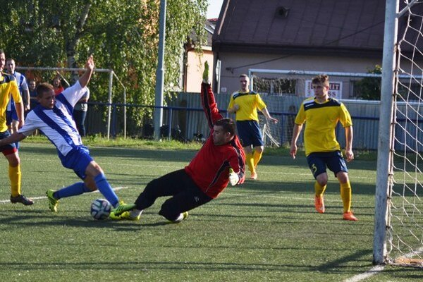 Zemplínske derby korisťou Močarian. Petrovce nad Laborcom sa síce ujali vedenia, napokon však prehrali 1:3.