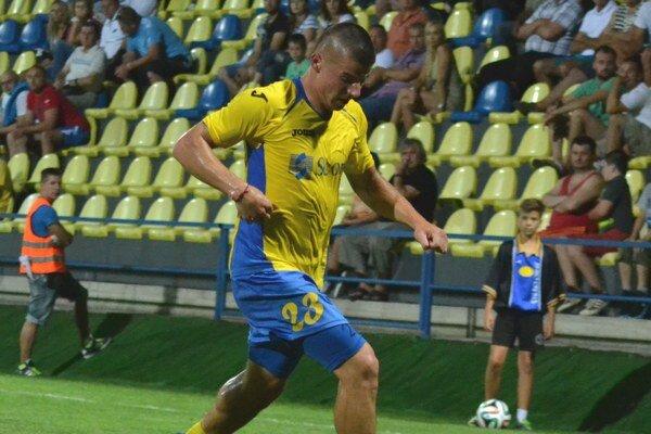 Útočník Erik Streňo. Zvyká si na druholigovú súťaž.