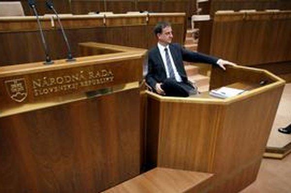 Krajcerov návrh zlúčiť Slovenskú televíziu a Slovenský rozhlas sa dostane do Národnej rady už v stredu.