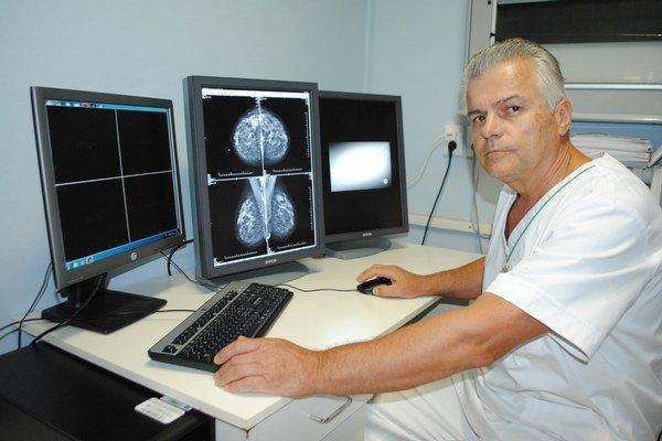 """Primár oddelenia rádiológie. """"Zmodernizované pracovisko zvyšuje presnosť a rýchlosť diagnostiky,"""" uviedol Anton Rudáš."""