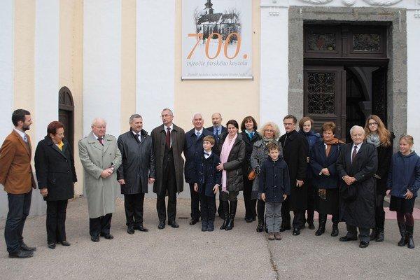 Rodina Sztárayovcov. Ich predkovia sa zaslúžili o rozvoj Michaloviec. Rodinné sídlo mali v barokovo-klasicistickom kaštieli, kde sa v súčasnosti nachádza Zemplínske múzeum.