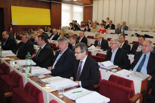 Michalovskí poslanci schválili rozpočet na rok 2015. Samospráva nepočíta so zvyšovaním daní ani miestnych poplatkov.