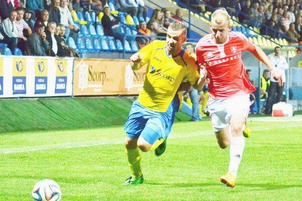 Zaznamenal jediný gól jesenného druholigového šlágra. Michalovským hrdinom na zvolenskej pôde sa stal Dominik Kunca (vľavo).
