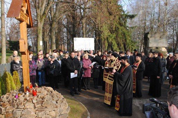 Posviacka kríža. Súčasťou spomienkovej slávnosti na Cintoríne Červenej armády na Hrádku bola aj posviacka poklonného kríža, ktorý daroval a inštaloval Alexander Kuchtarov, vnuk padlého ruského vojaka.