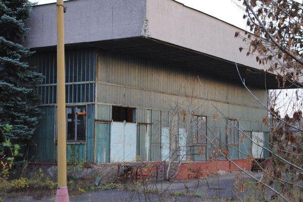 Bývalá práčovňa a čistiareň. Budova sa nachádza na Lastomírskej ulici. Je v dezolátnom stave. Za stráženie opustených mestských objektov dá samospráva ročne vyše 16-tisíc eur.