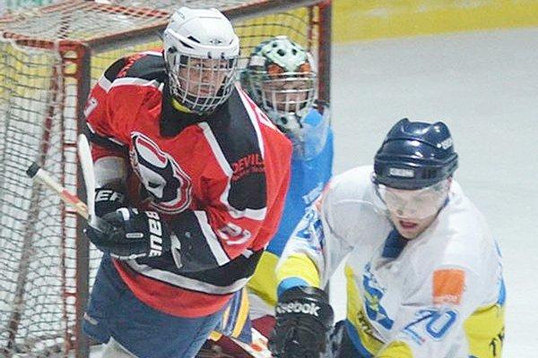 Štvorgólový. Ivan Králik (vľavo) z Devils nazbieral proti Trebišovu osem bodov.