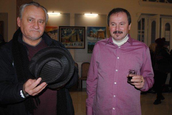 Výtvarník. Insitný umelec Miroslav Potoma (vpravo) s výtvarníkom Jozefom Olšavským.